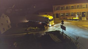 27. Mai, 2 Uhr 37: Dieser LKW scheiterte am Wendemanöver und fuhr dann den Stadtberg rückwärts wieder rauf!
