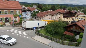 29. Mai 2020, 13 Uhr 53: Hier kommen sich zwei Schwerlaster am Gerberberg in die Quere. Da geht dann gar nichts mehr.