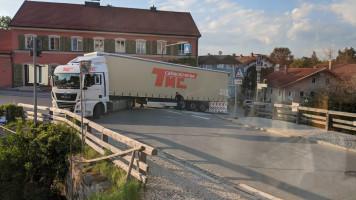 5. Mai 2020, 19 Uhr 19: Ein LKW aus Portugal, der nicht durchs Stadttor passt, muss am Gerberberg umdrehen