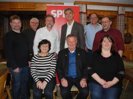 Unsere Kandidat*innen für den Kreistag Traunstein, soweit bei der Veranstaltung anwesend, im Gruppenbild mit unserem Landrat